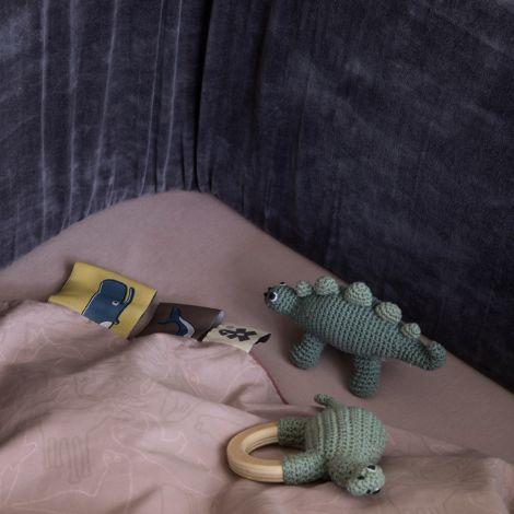Sebra Häkel-Rassel Dino auf Holzring