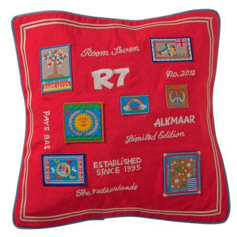Room Seven Kissenbezug Badges Red 40x40