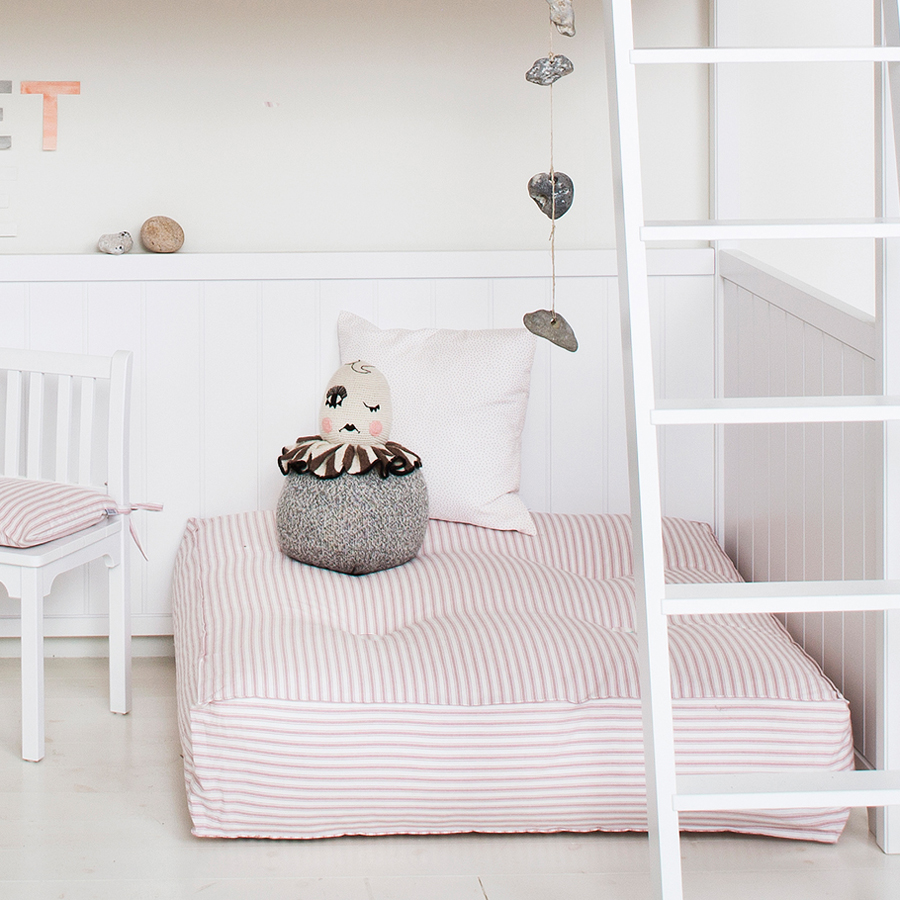 oliver furniture bodenkissen rosa streifen online kaufen emil paula kids. Black Bedroom Furniture Sets. Home Design Ideas