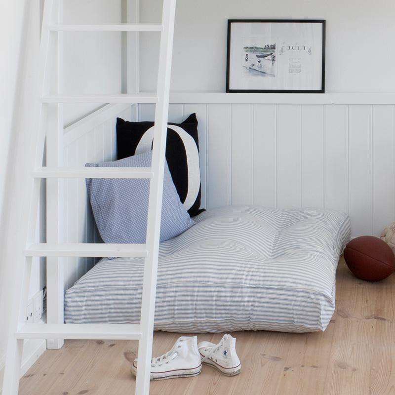 Oliver furniture bodenkissen blaue streifen online kaufen emil paula kids - Bodenkissen kinderzimmer ...