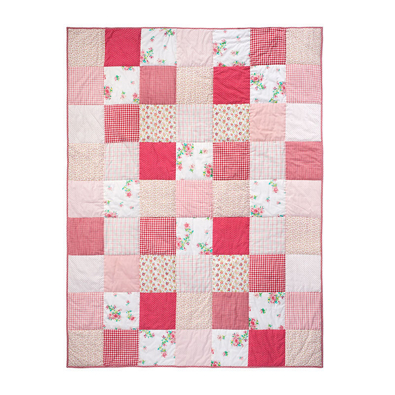 room seven quilt patchwork pink red white 160x220. Black Bedroom Furniture Sets. Home Design Ideas