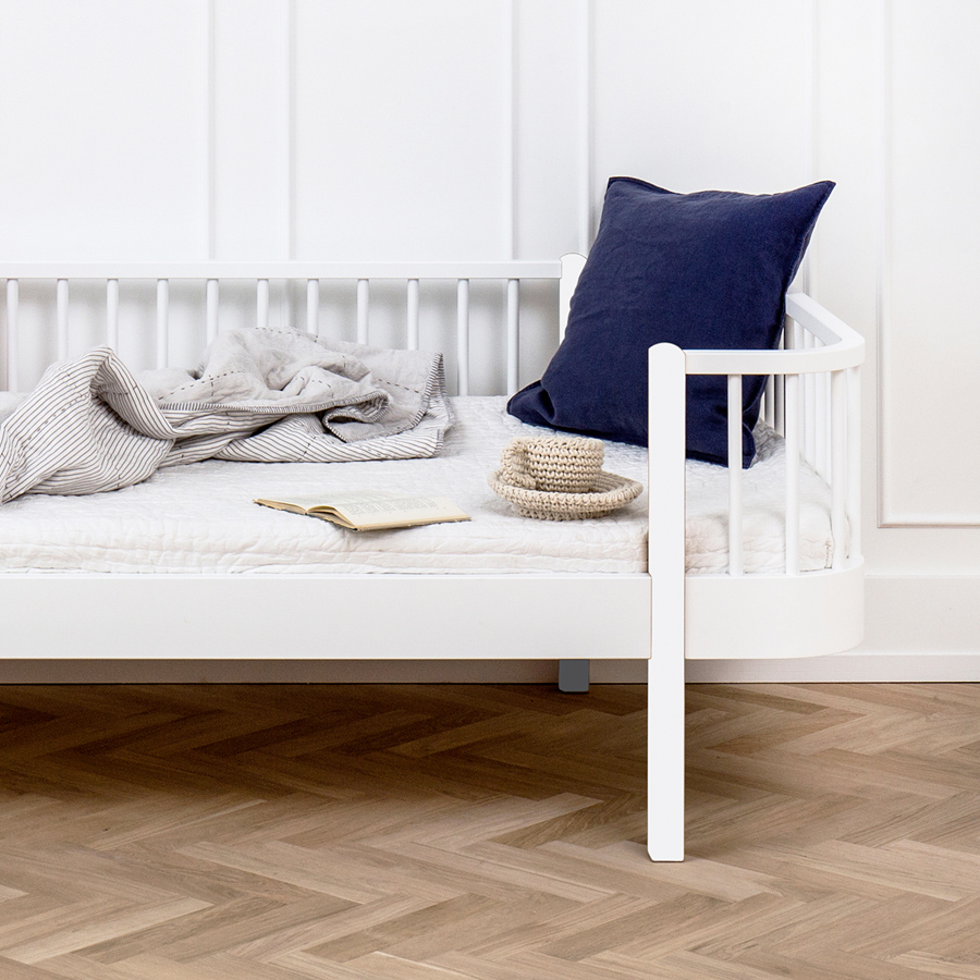 Oliver furniture bettsofa wood wei online kaufen emil for Bettsofa weiss