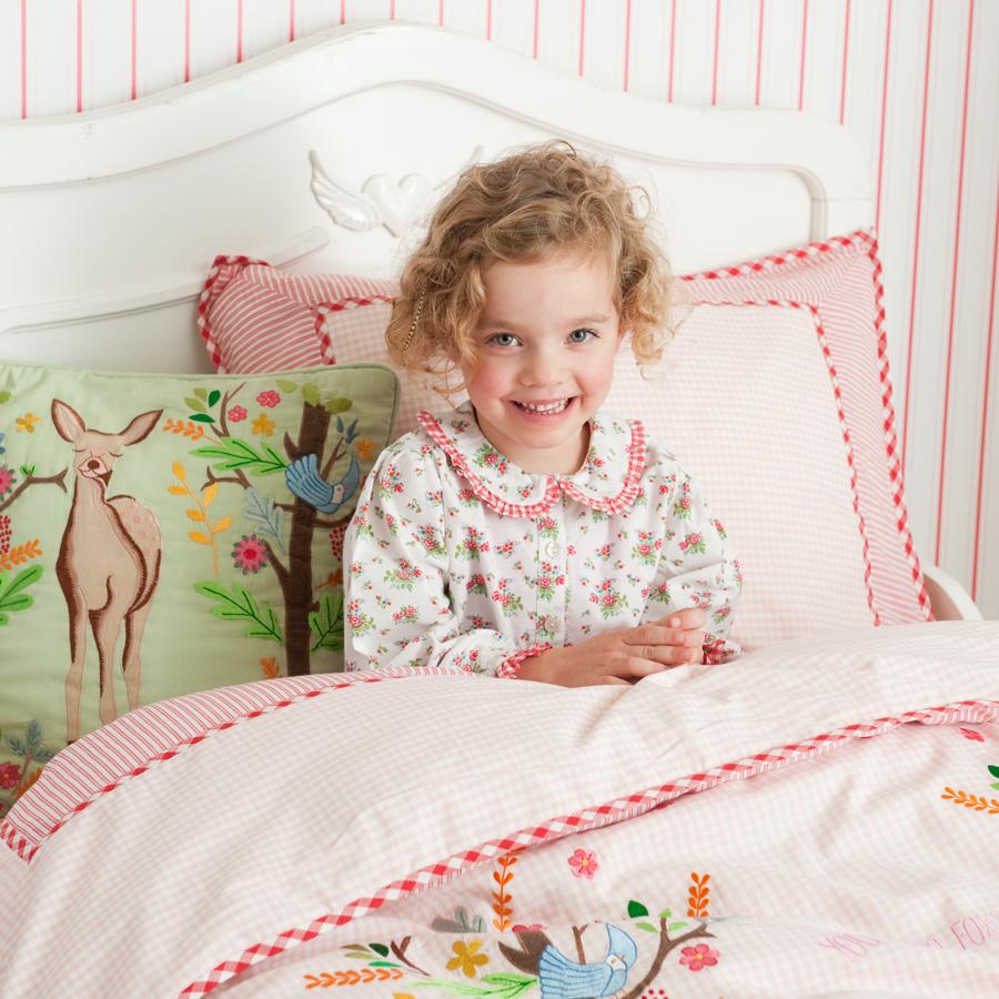 room seven bettw sche deer in wood pink bestickt online kaufen emil paula kids. Black Bedroom Furniture Sets. Home Design Ideas